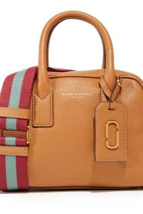 Incluye bolsas para equipaje de mano en el avión.