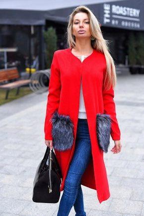 Manteau avec des poches de fourrure