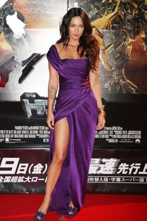 Ce pot purta cu o rochie violet?