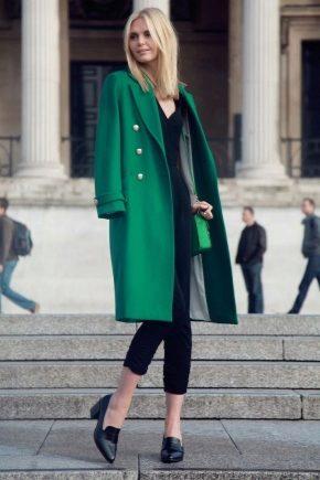 Cosa posso indossare con un cappotto verde?