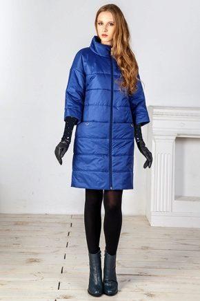 Cappotto da donna su uno winterizer sintetico