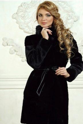 Bergaya Mouton Fur Coat dengan Hood