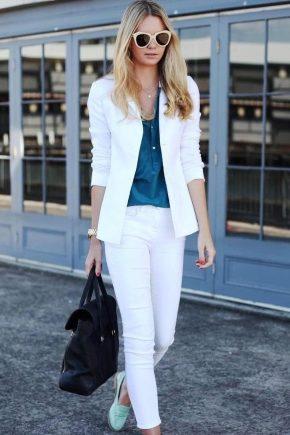 ¿Qué llevar con un traje blanco?