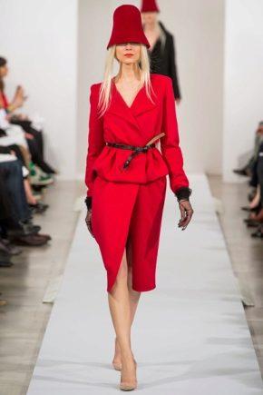 ¿Qué llevar con un traje rojo?