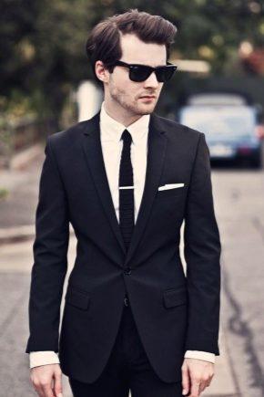 Mit viselhetek fekete öltönyrel?