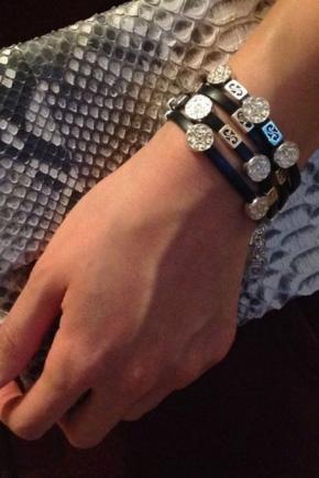 Bracelet en caoutchouc avec de l'or
