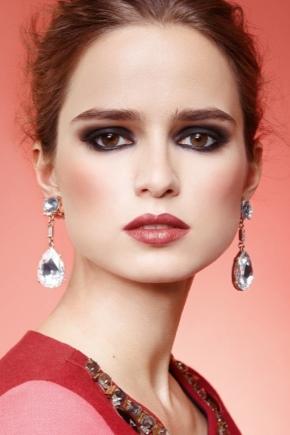 ¿Cómo elegir el maquillaje para que coincida con el color del vestido?