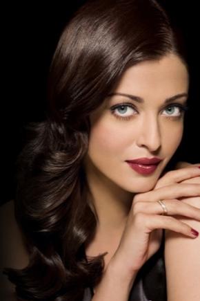 Maquillage pour cheveux noirs et yeux bleus