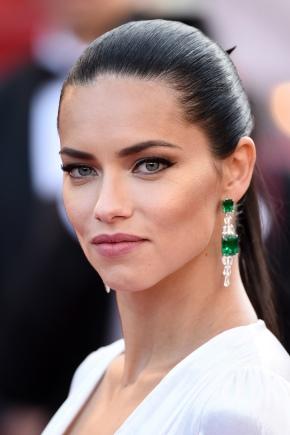 Maquillage pour cheveux noirs et yeux verts