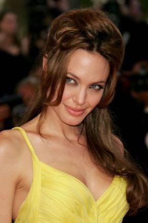 Maquillage sous la robe jaune