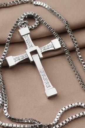 Comment nettoyer une croix en argent?