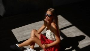 Sneakers with a skirt - fashionable images