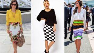 Que puis-je porter une jupe crayon tricotée?
