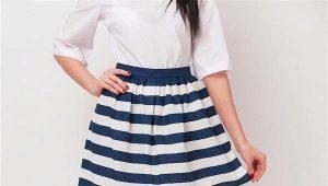 Que pouvez-vous porter dans des jupes de style marin?
