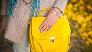 What to wear with a yellow bag?