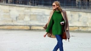 What can I wear with a green sweater?