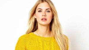 What can I wear with a yellow sweater?
