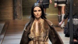 Quelles bottes conviennent à un manteau de vison: conseils de la styliste