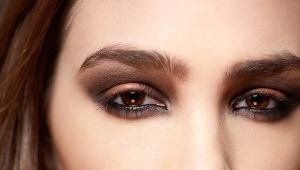 Occhi fumosi marroni