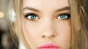 Maquillaje para rubias con ojos verdes.