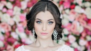 Maquillage sous la robe blanche