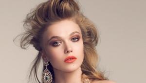 Makeup for a beige dress