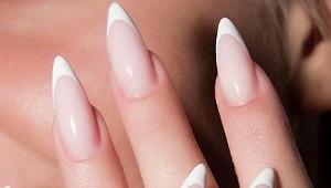 Manucure sur ongles pointus