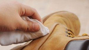 Hoe nubukschoenen thuis schoon te maken?