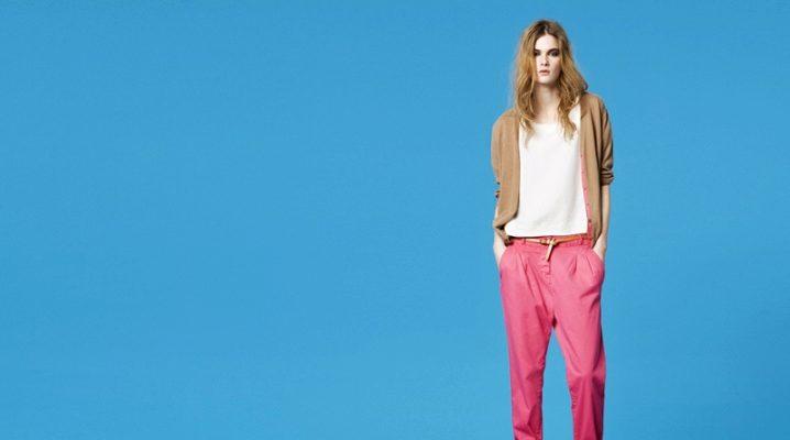 Pantaloni colorați