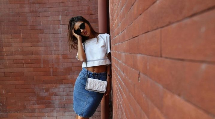 Que puis-je porter avec une jupe crayon en jean?
