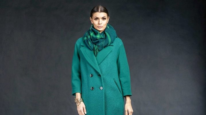Il cappotto a doppio petto è sempre di moda
