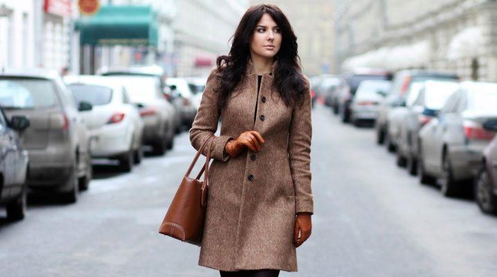 Cappotto dalla fabbrica Kalyaev (femmina e maschio)