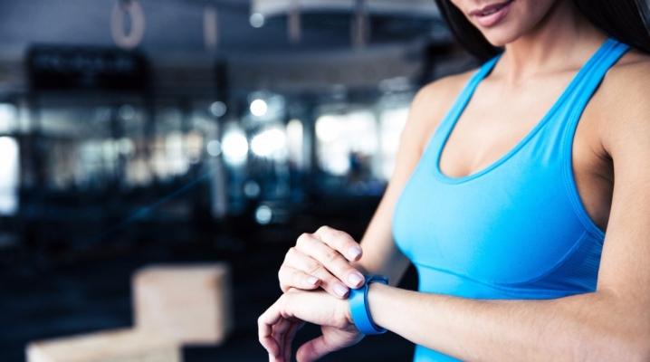 Bracelet de fitness avec mesure du pouls et de la pression