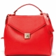 Cosa indossare con una borsa rossa?