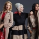 Svetlá kabát pre ženy nad 50 rokov