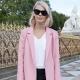 Cosa posso indossare con un cappotto rosa?