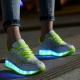 Sneakers à semelles brillantes pour les filles