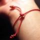 Bracelet en fil rouge