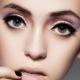 Maquillage pour les yeux bombés