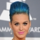 Make-up pod modrými šaty