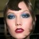 Maquillage en couleurs bleu