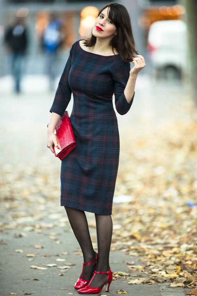 musta mekko punaiset kengät