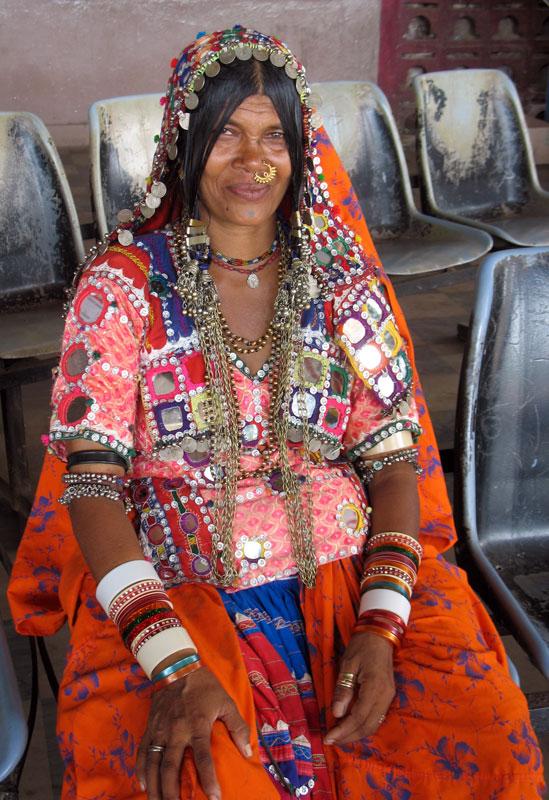 Gelang India: ditetapkan dalam gaya India, yang bermaksud ...
